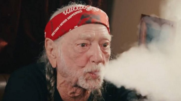 """Willie Nelson Gives Weed Away At Live Shows By The """"Truckload"""" 