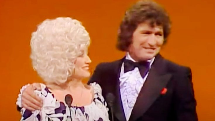 Dolly Parton Mourns Death Of Former Duet Partner Mac Davis | Classic Country Music Videos