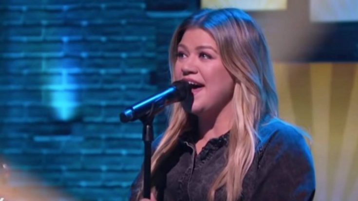 """Kelly Clarkson Puts Own Spin On Shania Twain's """"No One Needs To Know"""" 
