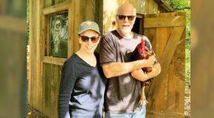 "Reba McEntire Says She & Boyfriend Rex Linn ""Have Taken Up Farming,"" Introduces New Chicken"
