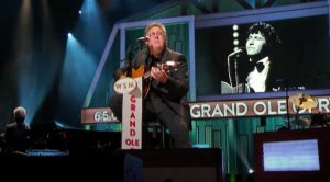 "Vince Gill Honors Mac Davis By Singing ""In The Ghetto"" At Opry"