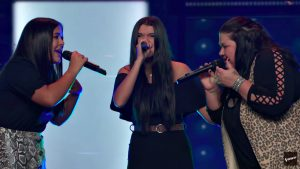 """Mother-Daughter Trio Gets 4-Chair Turn On 'The Voice' With Linda Ronstadt's """"When Will I Be Loved"""""""