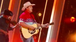 "Jon Pardi Delivers ""Pickup Man"" Tribute To Joe Diffie During 2020 CMA Awards"
