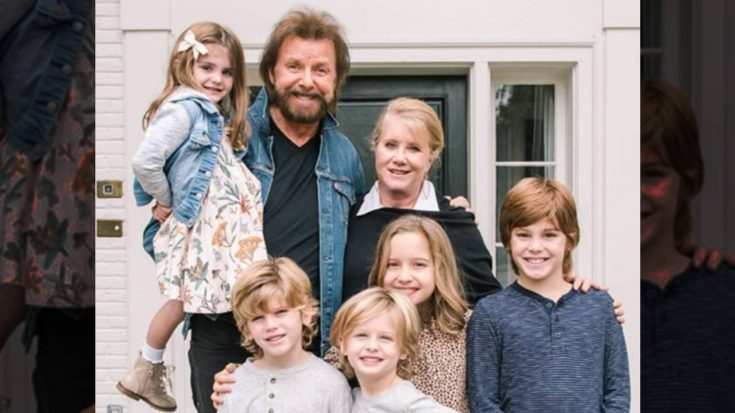 Ronnie Dunn Posts Photo With 5 Grandkids   Classic Country Music Videos