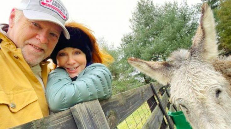Reba Snuggles Up To Boyfriend Rex Linn In New Photo | Classic Country Music Videos