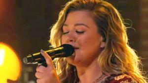 "Kelly Clarkson Sings ""Unchained Melody"" For ""Kellyoke"""