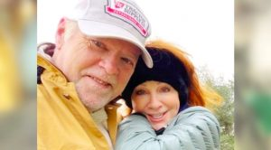 "Reba McEntire's Boyfriend Rex Linn Calls Her A ""Beautiful Redhead"""