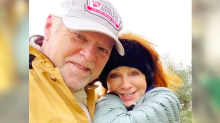 "Reba McEntire's Boyfriend Rex Linn Calls Her A ""Beautiful Redhead"" | Classic Country Music Videos"