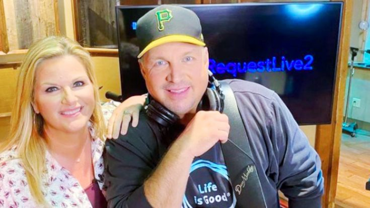 """Garth & Trisha """"Cancelling Everything"""" For 2 Weeks After Team Member Tests Positive For COVID-19 