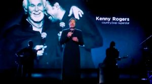 """Lionel Richie Sings """"Lady"""" To Honor Kenny Rogers During 2021 Grammy Awards"""