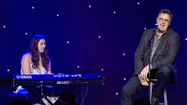 """Vince Gill & Daughter Corrina Perform Grammy-Winning """"When My Amy Prays"""" 