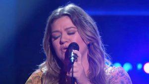 """Kelly Clarkson Gives Her Take On Trisha Yearwood's """"Walkaway Joe"""""""
