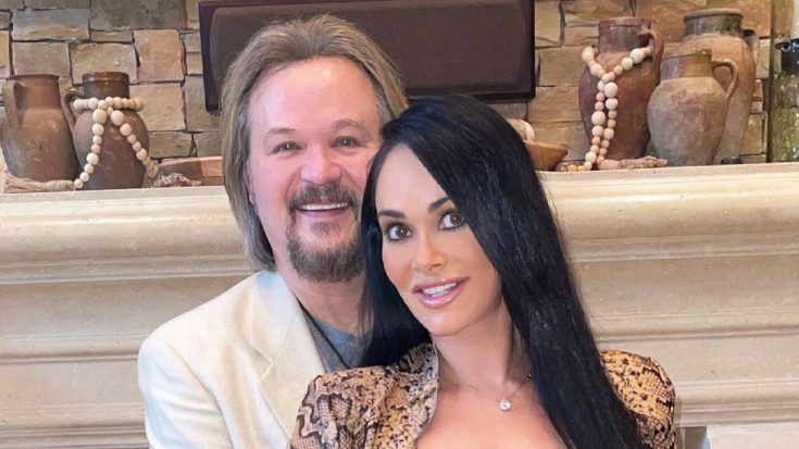 "Travis Tritt Writes Note To ""Soulmate"" Theresa On Their 24th Anniversary 
