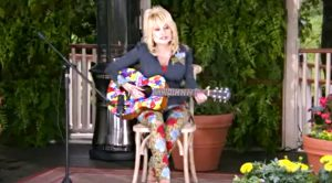 """Dolly Parton Appears At Dollywood Opening, Performs Emotional """"Coat Of Many Colors"""""""