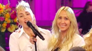 "Miley Cyrus Covers Dolly Parton Song On Mother's Day Edition Of ""SNL"""