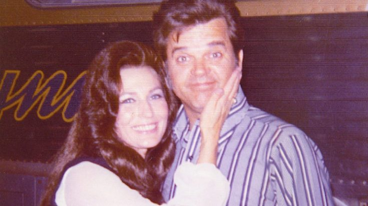 "Loretta Lynn Remembers Conway Twitty On Anniversary Of His Death: ""I Miss My Friend"""