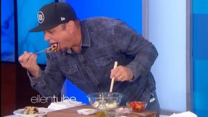 """Garth Brooks Can't Stop Eating During """"Ellen Show"""" Cooking Segment"""
