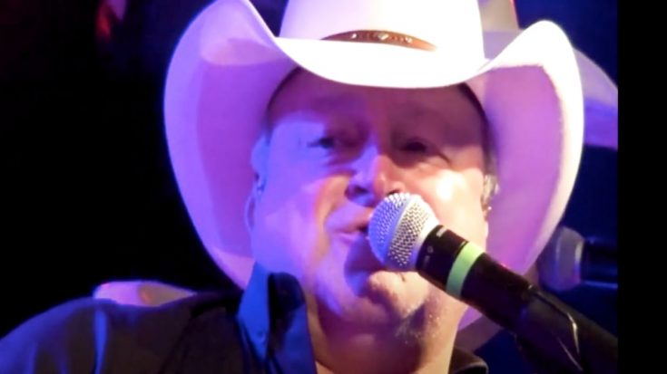Mark Chesnutt Suffers Back Injury | Classic Country Music Videos