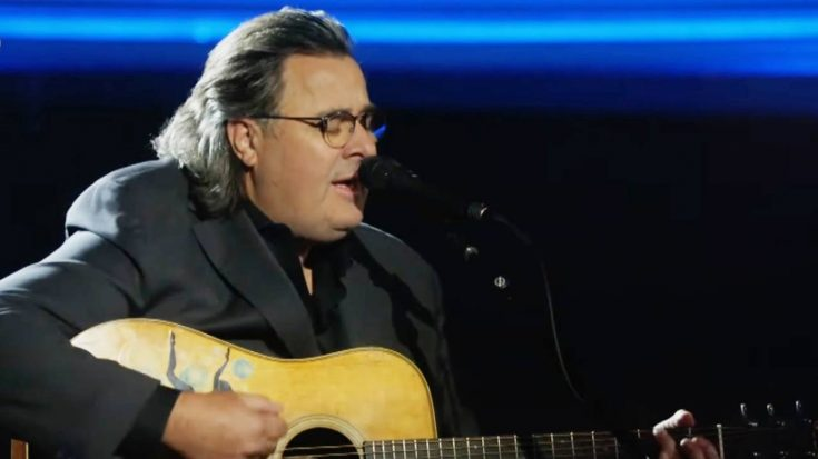 """Emotional Vince Gill Gives Memorial Day Performance Of """"Go Rest High"""" 