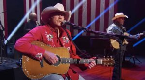 """Alan Jackson Sings """"America The Beautiful"""" For 4th Of July Special"""