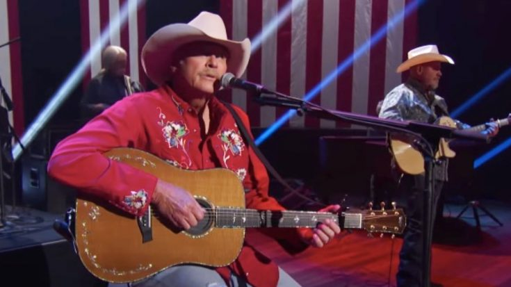 """Alan Jackson Sings """"America The Beautiful"""" For 4th Of July Special 