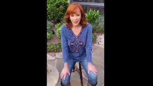 """Reba McEntire Recovers From COVID, """"It's Not Fun To Get This"""""""