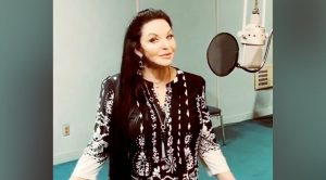 Crystal Gayle Has Thought About Cutting Her Hair