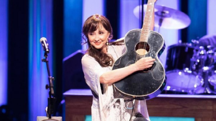 """Pam Tillis Injured After """"Nasty Tumble"""" 