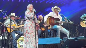"""Alan Jackson's Daughter Joins Him On Stage To Sing """"You'll Always Be My Baby"""""""