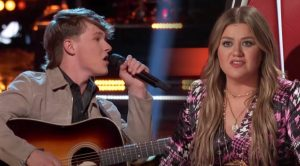 """Kelly Tells 17-Year-Old Singer He Looks """"Like A Country Patrick Swayze"""" During """"Voice"""" Battles"""